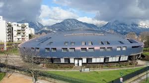 la municipalité Carignon avait implanté ce collège le plus moderne du département à l'architecture audacieuse - la soucoupe volante- démontrant sa foi dans l'éducation pour faire progresser le quartier