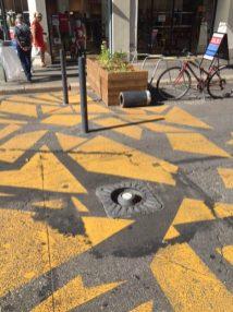 ... la borne de la rue de la République à nouveau à terre en août