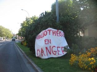 Grenoble est mobilisé pour préserver cet acquis de la lecture publique : ici devant la bibliothèque l'Alliance crée par la municipalité Carignon