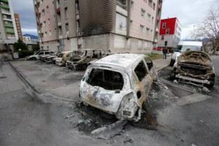 les voitures brûlées ou bélier pour protester contre une intrusion de la police sont monnaie courante
