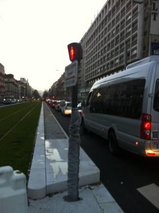 Cours Jean Jaurès et sur les boulevards les trottoirs sont infranchissables par les services de sécurité