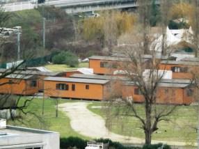 Les chalets installés par la municipalité Piolle ( 200 000 €) pour loger les familles Roms