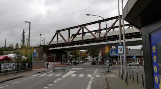 In het centrum van Herzogenrath, waar trein,weg en Worm elkaar passeren