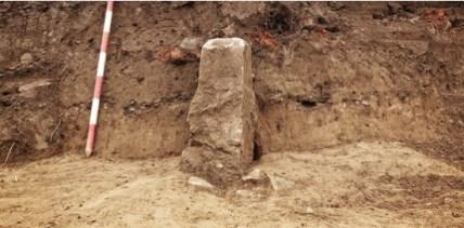 De opgegraven grenssteen