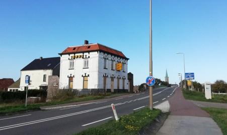 De voormalige erotische club Bridge Inn vlakbij de grensbrug