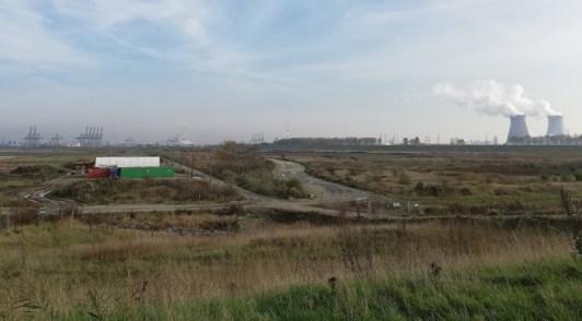 Vanaf de dijk bij Prosper, zicht op het gebied van de natuurcompensatiewerkzaamheden