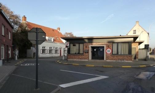 De friettent in het voormalige douanekantoor in Overslag