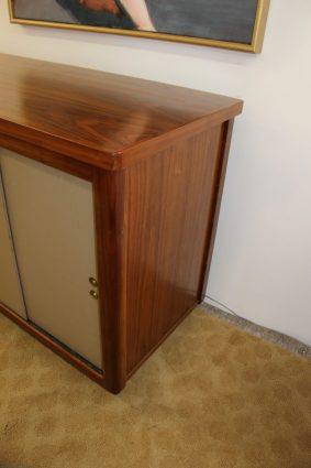 narrow desk with doors (9)