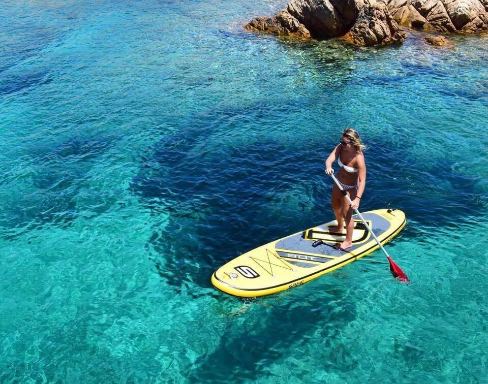 Stand up paddling in Cala Lunga, Razzoli