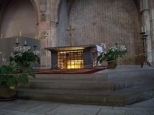 512px-Tomb_of_St._Thomas_Aquinas