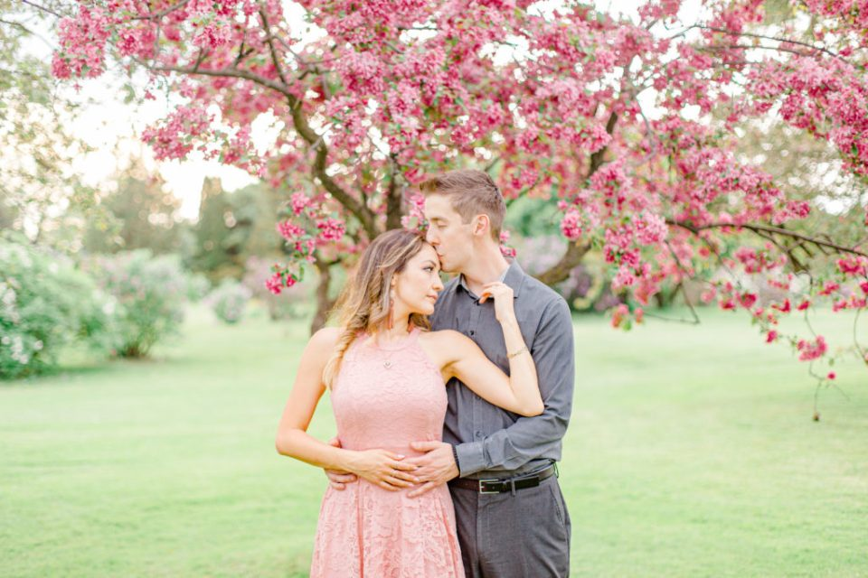 Cherry Blossom Photos in Ottawa - Arboretum - Beautiful Couple - Grey Loft Studio
