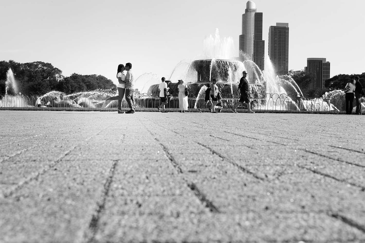 Buckingham fountian Grant Park Chicago Engagement Photography