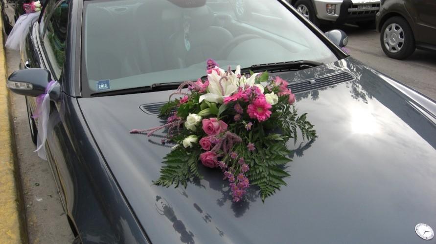 Στολισμός αυτοκινήτου γάμου μελουλούδια εποχής