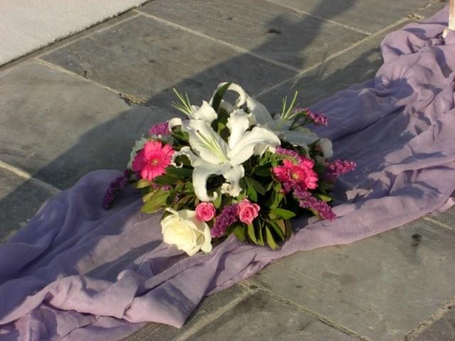 στολισμός γάμου 550 ευρώ! στρογγυλή κατασκευή λουλουδιών (κασπό)