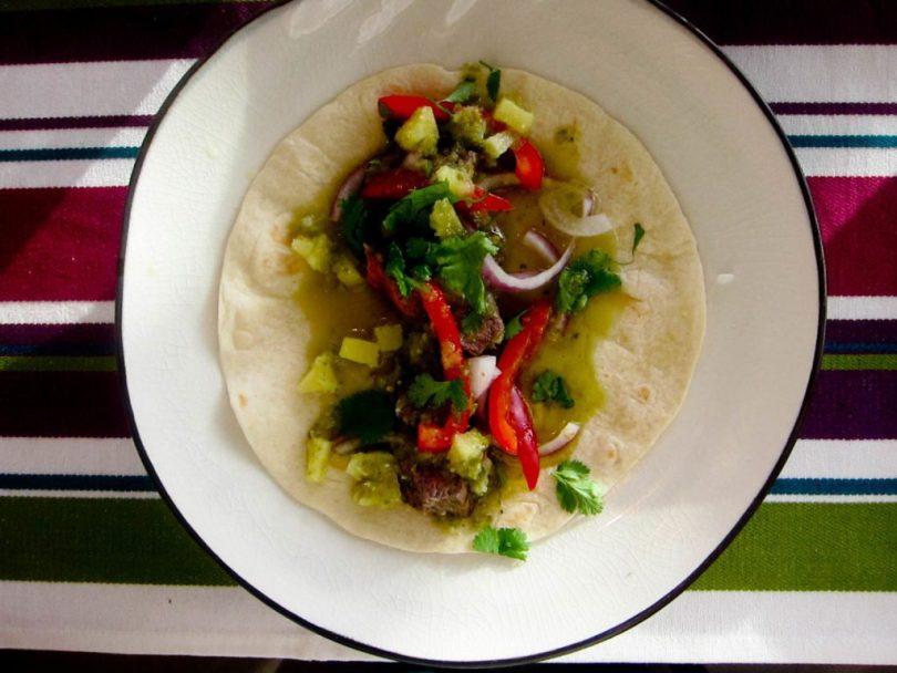 Tortilla með nautakjöti, ananas- og jalapenossalsa