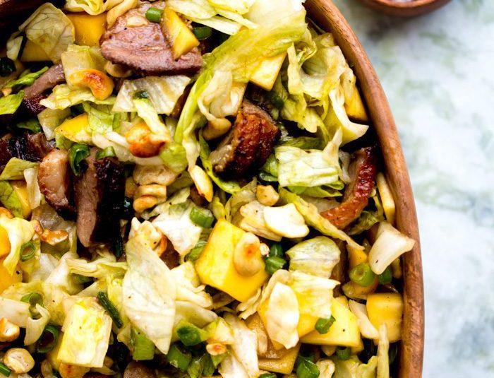 Mangósalat með grilluðum andabringum