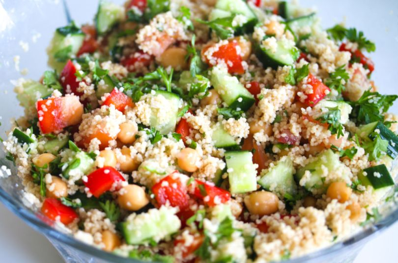 Cous cous salat í öllum regnbogans litum