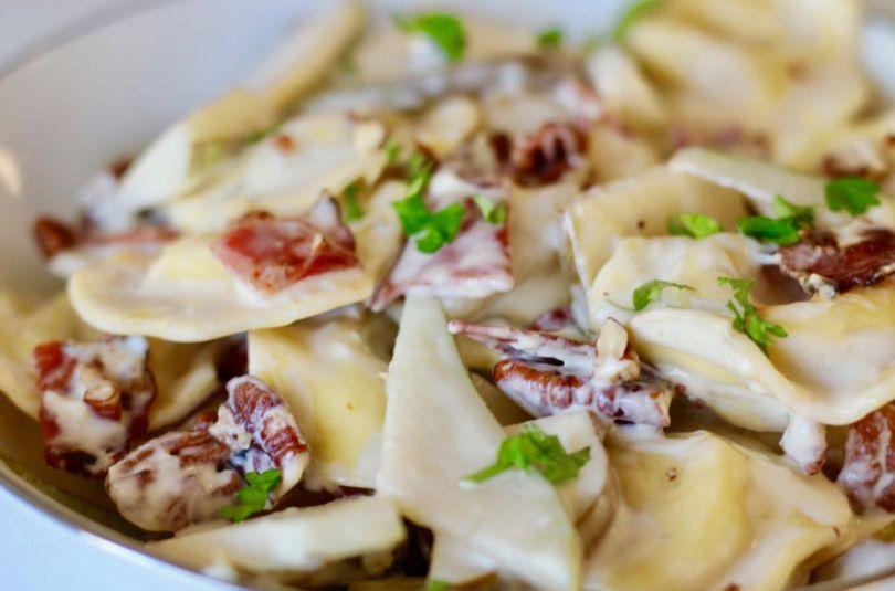 Heimsins besti pastaréttur með ostafylltu ravioli, perum, beikoni valhnetum og gráðostasósu