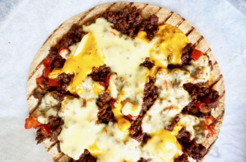 Tortillupizza með taco hakki í sætri bbq sósu