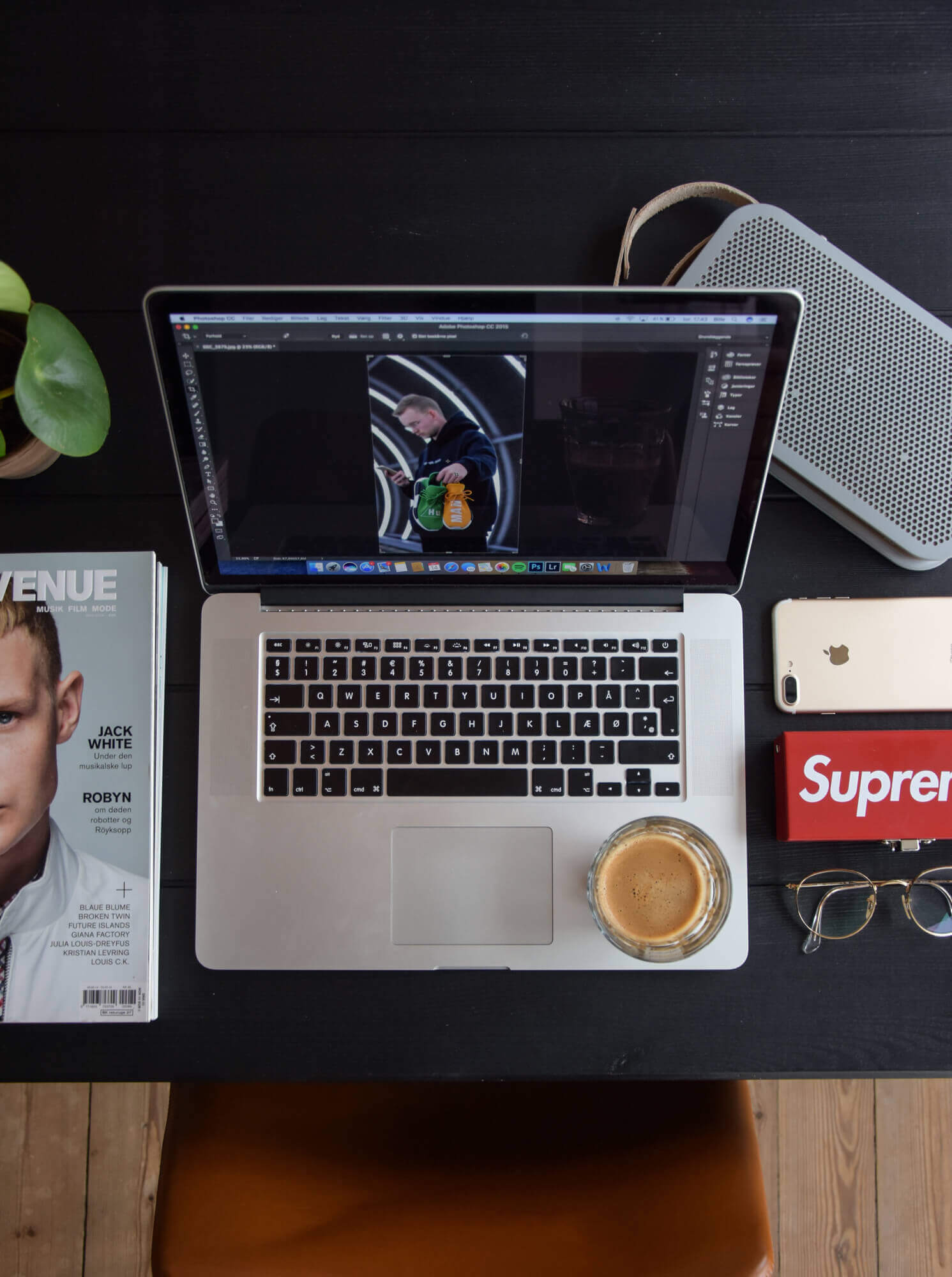essential hypebeast workspace
