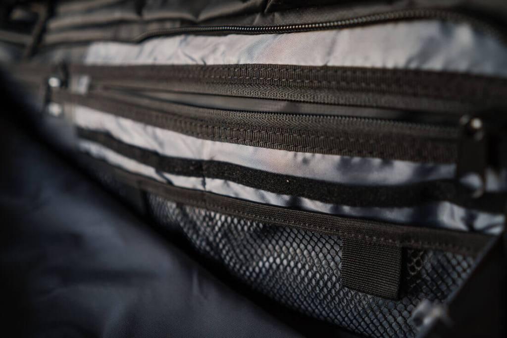 Nomatic travel bag pockets