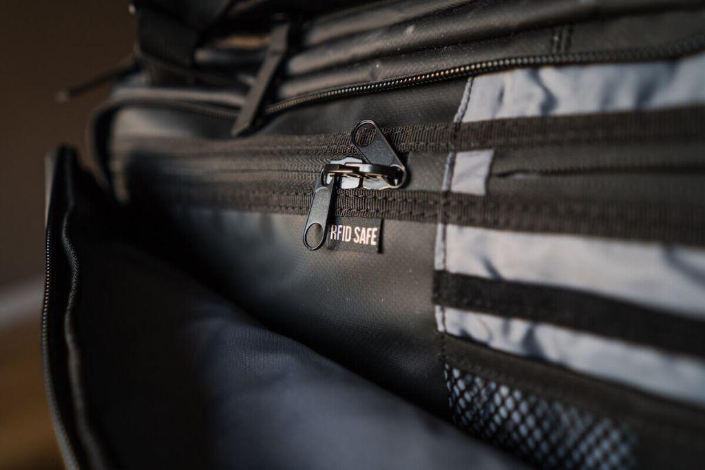 nomatic bag RFID pocket