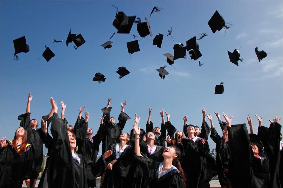 graduation article photo