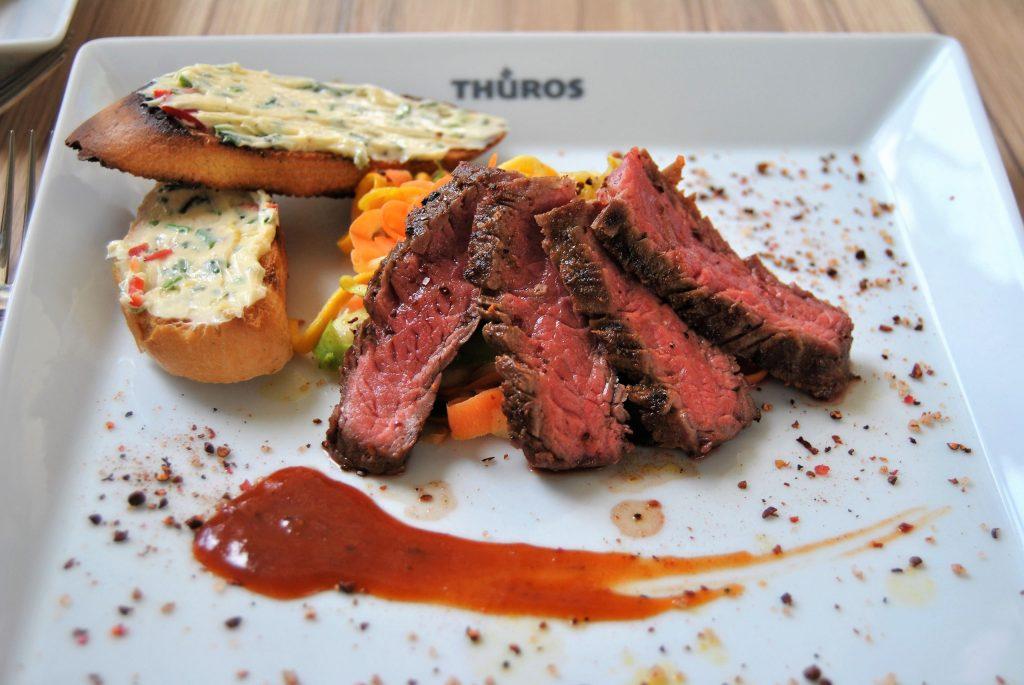 BBQ nur mit Wurst und Steak sowie Kartoffel- und Gurkensalat sollten der Vergangenheit angehören. Verschiedene Lebensmittel und modernes Grillzubehör können ganz neue Welten eröffnen.