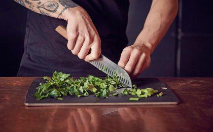 Besser abschneiden: Passionierte Hobbyköche freuen sich mit Sicherheit über hochwertige Messer als Präsent.