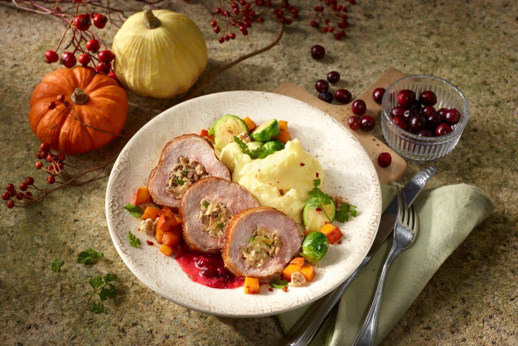Putenfleisch - Putenkeulenbraten mit Kastanien-Brotfüllung: Mit wenig Fett und viel Eiweiß ist Putenfleisch ideal für figur- und gesundheitsbewusste Genießer.