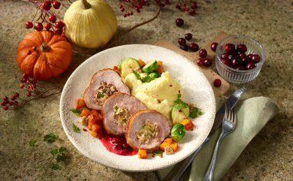 Putenkeulenbraten mit Kastanien-Brotfüllung: Mit wenig Fett und viel Eiweiß ist Putenfleisch ideal für figur- und gesundheitsbewusste Genießer.
