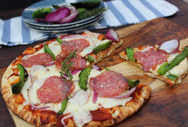 Grilled-Veggie-Naan-Pizza_950