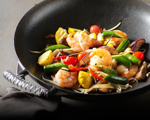MEDITERRANEAN WOKKED VEGETABLES WITH JUMBO SHRIMPS