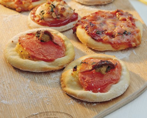 MINI PIZZA WITH TAPENADE
