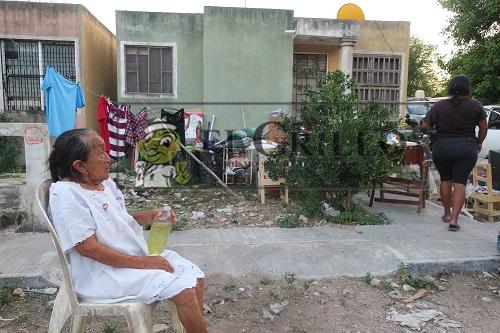 Hilda Koyoc desalojó a una ancianita de su casa del Infonavit que antes había sido de ella