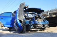 Se vuela un alto y destroza su Beat tras chocar contra un camión, en el Periférico: sale ileso