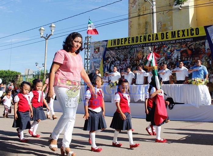 Niños de Oxkutzcab celebran un aniversario más del inicio de la independencia
