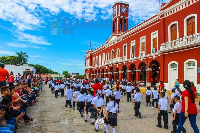 """Tres días de festejos patrios en Motul: Desfile, """"show"""", noche cultural y baile popular"""