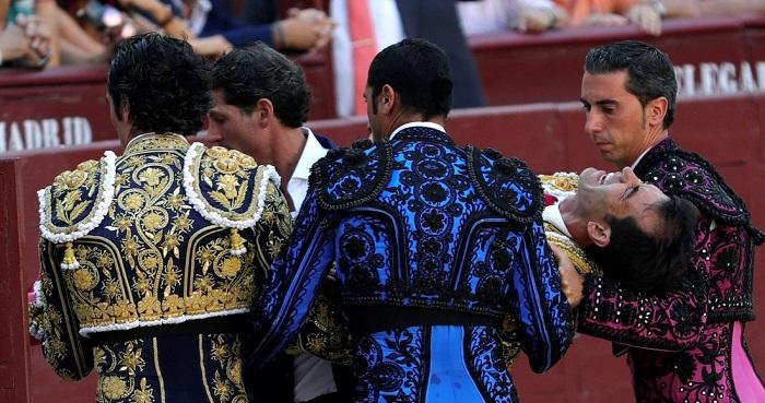 El torero mexicano Arturo Macías sufrió una grave cornada en su pierna derecha (VÍDEO)
