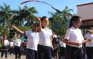 Cientos de familias de Motul disfrutan del desfile de la Revolución Mexicana