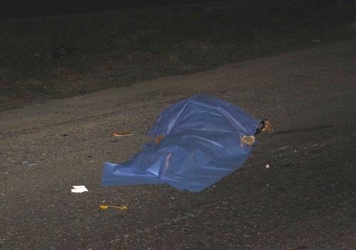 Muere un motociclista tras ser atropellado por un auto que se dio a la fuga, en el periférico