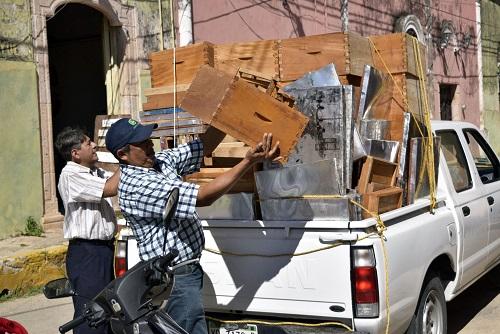 El Indemaya entrega cajas de abejas a apicultores de Oxkutzcab