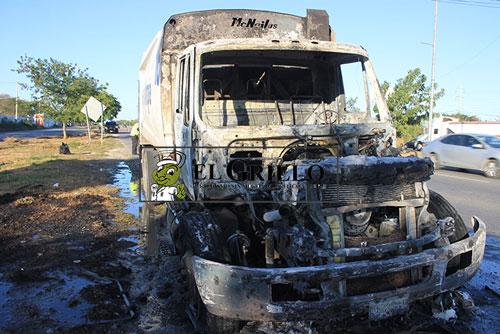 Se quema un camión de Servilimpia, en el Periférico de Mérida