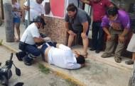 Derrapa con su moto y termina con lesiones en los brazos y pies, en Ticul