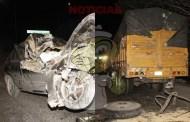 Ebrio, se duerme y destroza su Almer, tras chocar contra un camión de carga: sale ileso