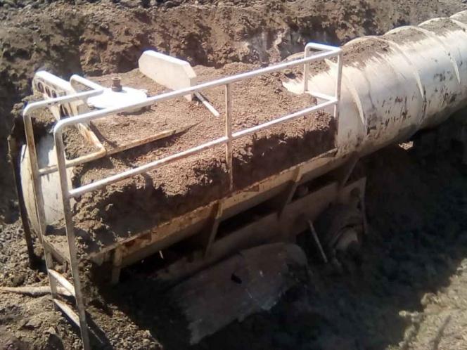 Decomisan dos tanques con 48 mil litros de gasolina, en Veracruz