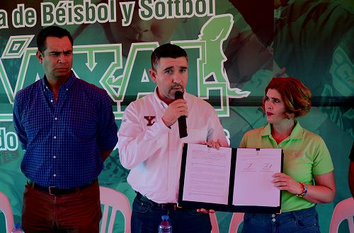 Los Leones de Yucatán y la Academia Ba'axal fomentarán la práctica del béisbol en busca de campeones