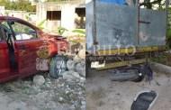 Un par de ebrios roban un auto y lo destrozan luego de chocar una moto, en Tizimín