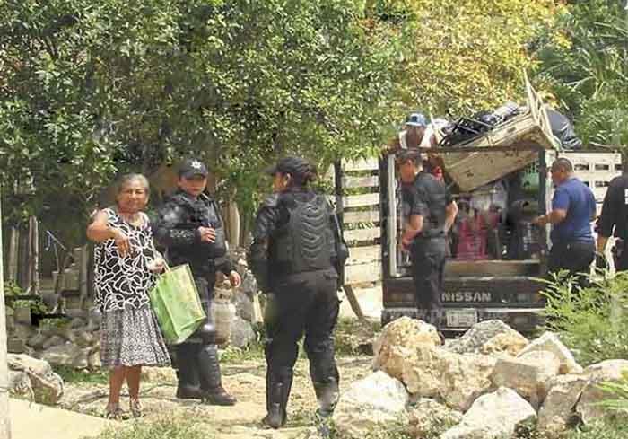 Pastor de Chemax se olvidó del prójimo y dejó en la calle a una humilde señora