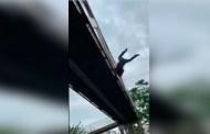 Se lanza de un puente para suicidarse y solo se lesiona (VÍDEO)